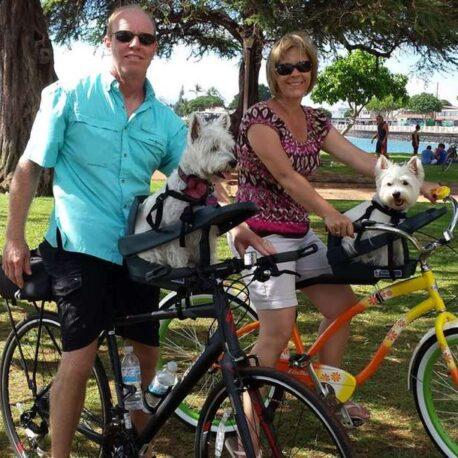 silla- de- bici -para- perro – pareja